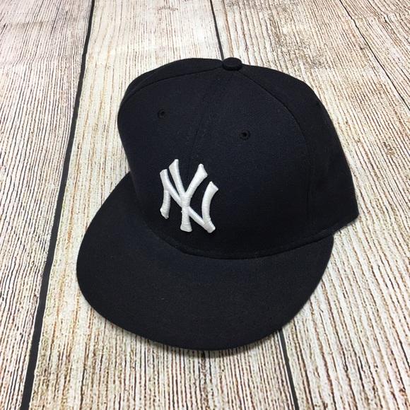646fa8e71fe NEW New York Yankees MLB New Era Ball Cap 7 1 4. M 5b7e625774359bdbc7d688e8